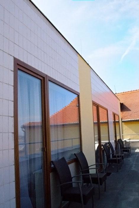 HOTEL ZLATÝ ANDĚL ŽATEC - terasa pokoj GRAND